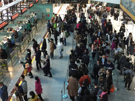Taoyuan International Airport kicked off Wednesday plans to alleviate holiday air travel congestion, which will be in effect before, during and immedi...