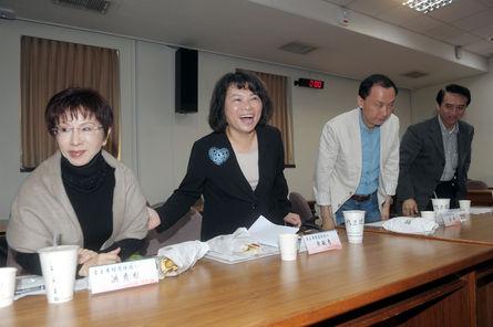 KMT candidates spar again