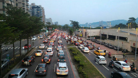 政府腐敗程度可能影響交通事故死亡率的原因,包括貪腐所導致的基礎建設不完善、限制經濟發展、阻礙法律實施等。O'Malley表示,有許多國家,...