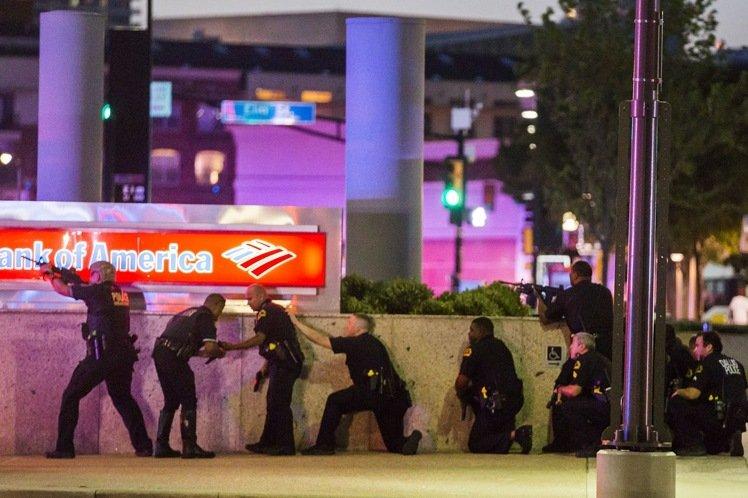 美達拉斯抗議活動殺警案釀5死 警擊斃對峙槍手