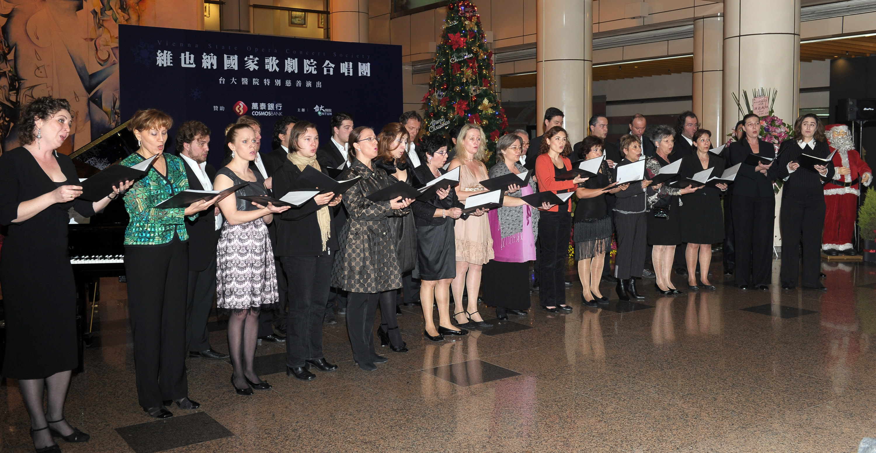 The Vienna State Opera Chorus performs in the National Taiwan University Hospital yesterday. (Central News Agency)
