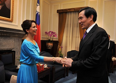 President Ma Ying-jeou, right, shakes hands with visiting Jordanian Princess Haya Bint al Hussein at the Presidential Office in Taipei yesterday.