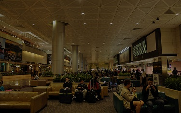 The Taiwan Taoyuan International Airport's Terminal 2 is shown without electricity yesterday. Premier Wu Den-yih asked the Ministry of Transportation ...