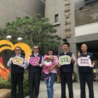 移民署行動服務列車抵台東 提前祝賀母親節