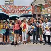 越南外籍生訪中市新南向基地 驚艷東協廣場多語借問站