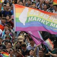 同婚合法洗版微博 中國網友: 羨慕台灣