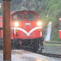 豪雨轟台多條省道封閉  嘉義阿里山林鐵支線停駛