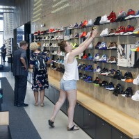 Nike、Adidas等知名鞋商致函川普 籲停止貿易戰