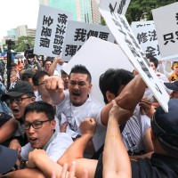 Uber drivers protest, AmCham Taipei wants chief digital officer for government