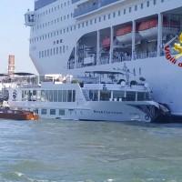 【影】威尼斯運河意外 郵輪失控撞觀光船