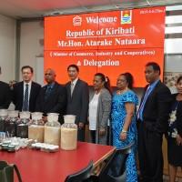 友邦吉里巴斯訪團參觀義美食品安全研究所  促雙邊經濟合作與交流