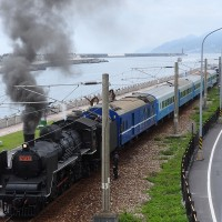 Steam train pulls into Taiwan's Hualien Port Station to celebrate TRA's 132 anniversary