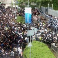 【快訊】香港立法會外交通癱瘓 「送中」草案二讀延後舉行