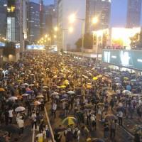 【影】港警稱對「暴動」使用槍械 外媒記者:這裡是香港!不是中國!