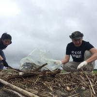 藝人九孔台灣國境之北淨灘 隔空邀任賢齊為海洋盡心力