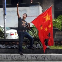 Photo of the Day: Filipino journalist gives the finger to China