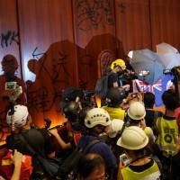 【更新】香港「太陽花」遭強勢清場落幕 港警否認設「空城計」