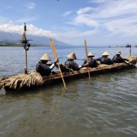 Crew sets out in canoe to test theory ancient Taiwanese migrated to Japan