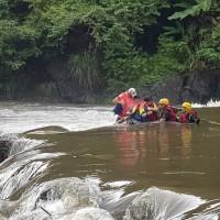 【更新】坪林北勢溪暴漲9人遇險 失蹤男子遺體尋獲