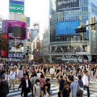 Foreign visitors to Japan, tourist spending hit new highs