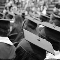 來不及拍的畢業照 菲大學生畢典摟媽媽「人形板」惹哭網友