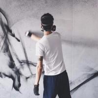 台街頭塗鴉藝術家美國揮毫 台灣味玻璃現身停車場