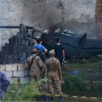 巴基斯坦軍機墜毀民宅大火延燒 至少18死12傷