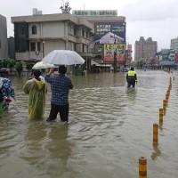 中南部豪雨不斷! 屏東春日鄉、台南市13日停班停課