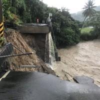 【快訊】雨勢不斷河川暴漲 高雄美濃等6區停班停課