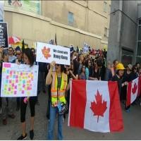 【有影片】加拿大港人打「維尼」抗議反送中 中國留學生裝沒看見