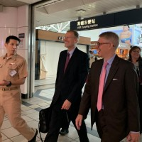 AIT director visits Taiwan Keelung-class destroyer in Kaohsiung