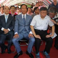 Ko Wen-je spotted with Terry Gou, Wang Jin-pyng at Taipei 823 memorial