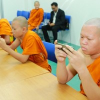 Young Thai Buddhist monks triumph in e-sports event