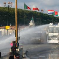上萬人抗議G7峰會 法警動用催淚彈驅離激進分子