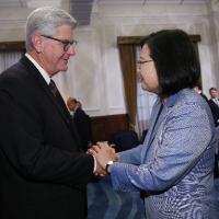 President Tsai meets Mississippi Governor, US trade delegation in Taipei