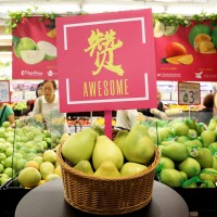 Taiwanese city sells pomelos and mangoes in Singapore