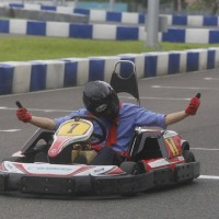 Itinerant Kaohsiung mayor goes go-kart racing to promote tourism
