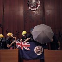 HK protesters demand UK citizenship outside British Embassy