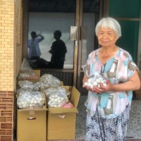 Kaohsiung grandma sells fish balls to cover comatose grandson's medical bills