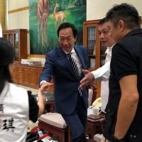 傳郭台銘913發表退黨聲明 2020總統大選「三腳督」將成形