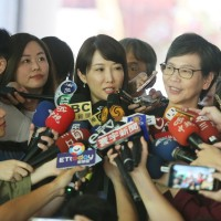 Aides to Foxconn founder and Taipei mayor visit election commission together