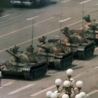 天安門經典畫面「坦克人」攝影師逝世 享壽64歲