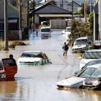 颱風哈吉貝雨彈發威!日本水淹成澤國 至少31死15失蹤