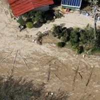 颱風「哈吉貝」整體災情仍難估 日本災民地面排字求救