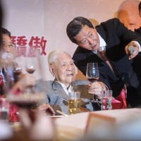 Former President Lee Teng-hui (seated, center).