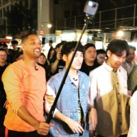 Will Smith tries Taiwanese food at Taipei's Ningxia Night Market