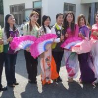 胖卡阿力抵達新住民市集彰化場    卓榮泰慶賀越南婦女節