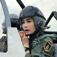 王妃詩妮娜駕駛軍機的照片,曾引起泰國社會議論。美聯社