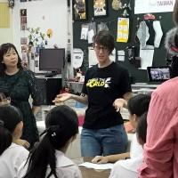 加拿大籍台灣媳婦送舊鞋救命、教非洲貧窮女孩縫製衛生棉