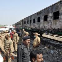擅帶瓦斯桶煮飯釀氣爆 巴基斯坦快車大火至少74死